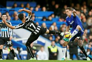 Newcastle United's Ayoze Perez (L) stretches for the ball as Chelsea's Nemanja Matic tries to control it