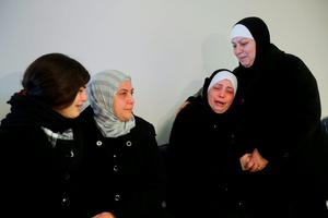 Relatives of Palestinian Maher Aljabi, 56, whom medics said was shot and killed by Israeli troops on Saturday, mourn during his funeral in the West Bank city of Nablus December 27, 2015.   REUTERS/Abed Omar Qusini