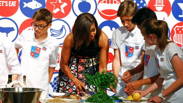 U.S. first lady Michelle Obama cooks with some American kids at James Beard American Restaurant in Milan, Italy, as part of her European trip, June 17, 2015.  REUTERS/Stefano Rellandini
