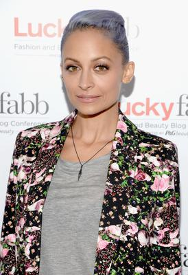 Nicole Richie recently dyed her hair purple and we have to admit we love it on her