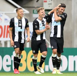 Newcastle's Matt Ritchie celebrates scoring his side's only goal with his teammates. Photo: Reuters