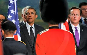 A guardsman stands in front of US President Barack Obama  and Britain's Prime Minister David Cameron during the NATO summit in Wales