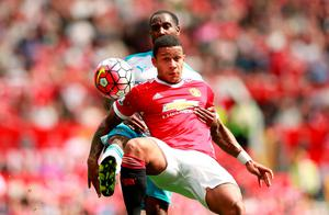 Memphis Depay holds the ball away from Newcastle United's Vurnon Anita