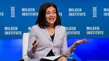 """Moderator Sheryl Sandberg, Chief Operating Officer of Facebook, speaks during a panel discussion titled """"The Global Economy"""" at the Milken Institute Global Conference in Beverly Hills, California April 27, 2015.  REUTERS/Mario Anzuoni"""