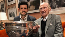 Cyril Freaney, who played in the 1955 All-Ireland final, pictured with Dublin footballer Cian O'Sullivan and the Sam Maguire Cup