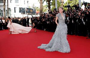 "Actress Naomi Watts poses on the red carpet as she arrives for the opening ceremony and the screening of the film ""La tete haute"" out of competition during the 68th Cannes Film Festival in Cannes, southern France, May 13, 2015. The 68th edition of the film festival will run from May 13 to May 24.             REUTERS/Eric Gaillard"