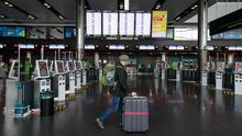 """Ahead of a Cabinet meeting on non-essential air travel, it has emerged Dublin Airport Authority (DAA) warned people will face """"extended and complex"""" queues if the two-metre rule is not reduced. Photo: Mark Condren"""