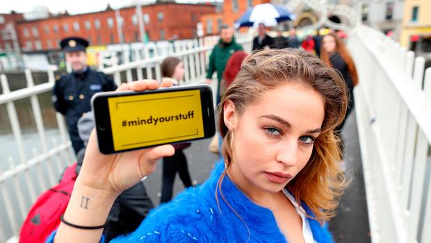 Model Thalia Heffernan is advising people to mind their personal property as part of An Garda Síochána's new 'Streetwise' campaign. Also pictured is Sergeant Kelvin Courtney of the Garda's National Crime Prevention Unit.
