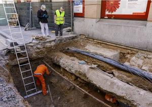 Digging deep: Excavation for the remains of Red Hugh O'Donnell in a Valladolid street. Photos: Cultura y Turismo Valladolid