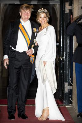 King Willem-Alexander of The Netherlands and Queen Maxima of The Netherlands leaves the Royal Palace after the annual gala diner for the Diplomatic Corps on April 09, 2019 in Amsterdam, Netherlands. (Photo by Patrick van Katwijk/Getty Images)