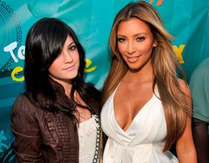 TV personalities  Kylie Jenner and Kim Kardashian arrive at the Teen Choice Awards 2009 held at the Gibson Amphitheatre on August 9, 2009 in Universal City, California.  (Photo by Kevin Mazur/WireImage)