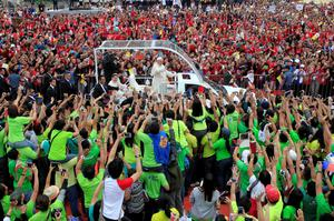 Pope Francis waves to pilgrims during a meeting with youths at the University of  Santo Tomas (UST) in Manila January 18, 2015. REUTERS/Romeo Ranoco