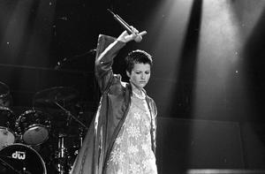 Dolores O'Riordan on stage with The Cranberries in the Point Depot, in 1995 (Part of the Independent Newspapers Ireland/NLI Collection).