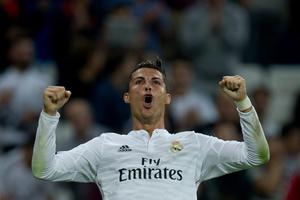 Cristiano Ronaldo of Real Madrid CF celebrates scoring their fifth goal during the La Liga match between Real Madrid CF and Elche CF at Estadio Santiago Bernabeu on September 23, 2014 in Madrid, Spain.  (Photo by Gonzalo Arroyo Moreno/Getty Images)