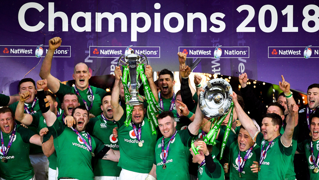 17 March 2018; Ireland captain Rory Best lifts the Six Nations Championship trophy following the NatWest Six Nations Rugby Championship match between England and Ireland at Twickenham Stadium in London, England. Photo by Ramsey Cardy/Sportsfile