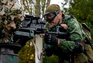 A Pro-Russian rebel prepares arms for the the assault on the positions of Ukrainian army in Donetsk airport, eastern Ukraine