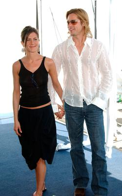 Jennifer Aniston and Brad Pitt attend the 2003 IFP Independent Spirit Awards on March 22, 2003 in Santa Monica, California.  (Photo by Jon Kopaloff/Getty Images)