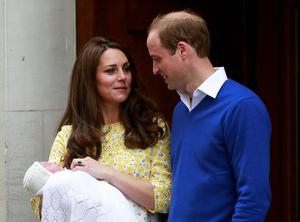 Britain's Prince William and his wife Catherine, Duchess of Cambridge, appear with their baby daughter outside the Lindo Wing of St Mary's Hospital, in London, Britain May 2, 2015. The Duchess of Cambridge, gave birth to a girl on Saturday, the couple's second child and a sister to one-year-old Prince George.   REUTERS/Cathal McNaughton