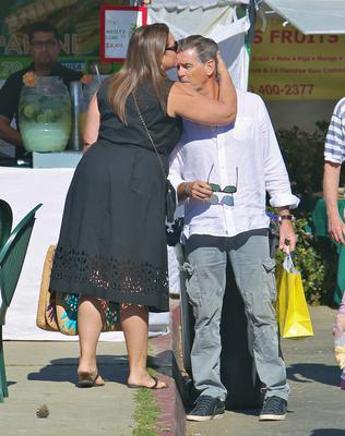 Pierce Brosnan seen picking up some freshly squeezed orange juice at the Santa Monica Farmers Market. Picture: VALPO NNEWs/WENN.com