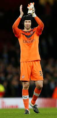 Petr Cech kept his 170th clean sheet on Monday