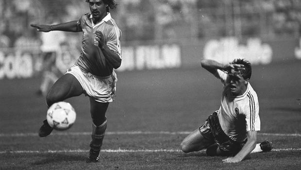 21 June 1990; Frank Rijkard, Holland in action against Niall Quinn, Ireland, 1990 World Cup, Palermo, Italy. Soccer. Picture credit; Ray McManus/SPORTSFILE
