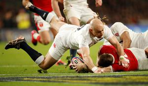 Wales' Dan Biggar scores their second try as England's Willi Heinz looks on. Photo: Andrew Boyers/Action Images via Reuters