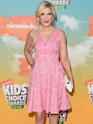 Actress Tori Spelling attends Nickelodeon's 2016 Kids' Choice Awards at The Forum on March 12, 2016 in Inglewood, California.  (Photo by Jason Merritt/Getty Images)