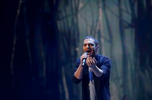 """Singer Elnur Huseynov representing Azerbaijan performs the song """"Hour Of The Wolf"""" during the second semifinal of the upcoming 60th annual Eurovision Song Contest In Vienna, May 21, 2015.  REUTERS/Leonhard Foeger"""