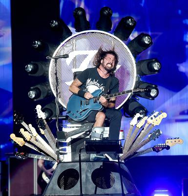 Foo Fighters frontman Dave Grohl says he wouldn't be able to walk without the help of Freddie Murray