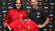 New Manchester United striker is welcomed to the club by assistant manager Ryan Giggs after signing for the club late on transfer deadline day. Photo: John Peters/Man Utd via Getty Images