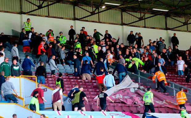 Police contain Hannover 96 and Burnley fans