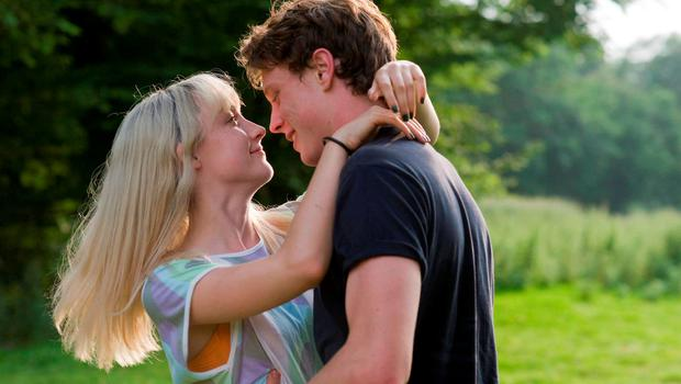 Tom Holland and Saoirse Ronan in How I Live Now