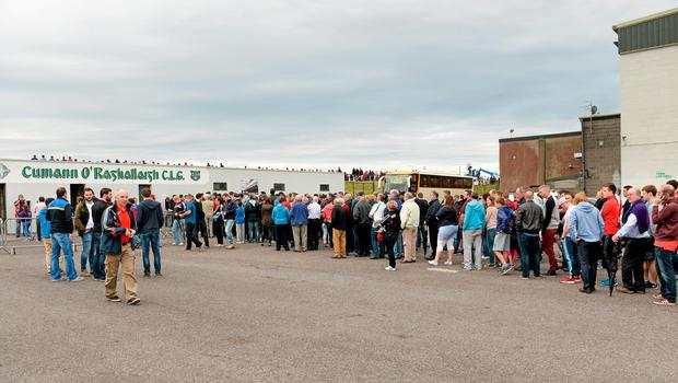 27 June 2015; Spectators queue for tickets outside the ground after a delay to the game's start time by five minutes due to the crowd congestion. GAA Football All-Ireland Senior Championship, Round 1B, Louth v Leitrim. County Grounds, Drogheda, Co. Louth. Picture credit: Piaras Ó Mídheach / SPORTSFILE