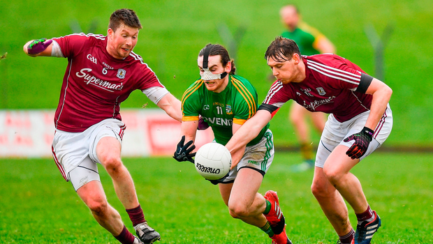 Meath's Cillian O'Sullivan under pressure from Galway duo Gareth Bradshaw (left) and Thomas Flynn in the Allianz NFL clash at Páirc Tailteann Photo: Ramsey Cardy/Sportsfile
