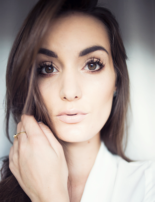Fashion blogger Anouska Proetta Bandon with lash extensions by Christoph Eye Couture