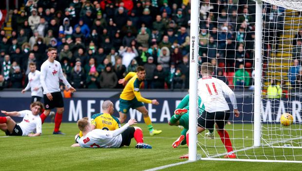 Celtic's Scott Brown (centre) scores his side's second goal of the game. Photo: Jeff Holmes/PA Wire