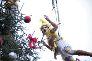 Elves come out of the sky in Limerick for the turning on of Limerick Christmas Lights on Bedford Row in the city. Pic Sean Curtin Photo.