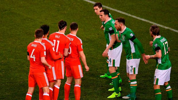Wales players prepare to attack a corner during FIFA World Cup Qualifier Group D match between Republic of Ireland and Wales at the Aviva Stadium in Dublin. Photo by Stephen McCarthy/Sportsfile
