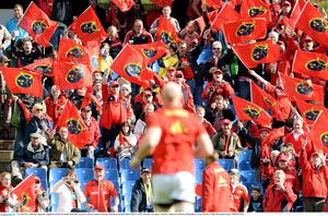 Munster supporters applaud as Paul O'Connell makes his way out for the pre-match warm-up