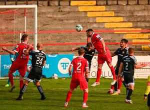 Shelbourne's Ryan Brennan heads home the equaliser in the SSE Airtricity League Premier Division draw with Derry City at Tolka Park in Dublin. Photo: Stephen McCarthy/Sportsfile