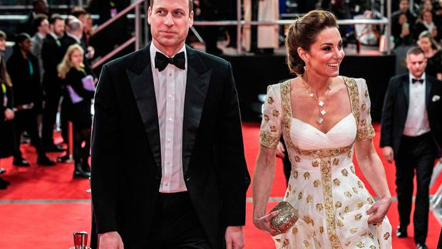 Britain's Prince William, Duke of Cambridge, (L) and Britain's Catherine, Duchess of Cambridge, (R) arrive for the BAFTA British Academy Film Awards at the Royal Albert Hall in London on February 2, 2020. (Photo by Jeff Gilbert / POOL / AFP)