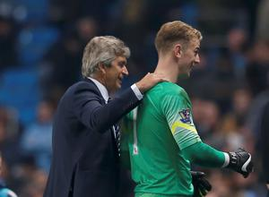 Manchester City manager Manuel Pellegrini (L) and goalkeeper Joe hart walk off the pitch after their English Premier League soccer match against Swansea City at the Etihad stadium in Manchester, northern England November 22, 2014