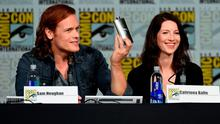 """Actor Sam Heughan (L) and actress Caitriona Balfe speak onstage at the Starz: """"Outlander"""" panel during Comic-Con International 2015 at the San Diego Convention Center on July 11, 2015 in San Diego, California.  (Photo by Ethan Miller/Getty Images)"""