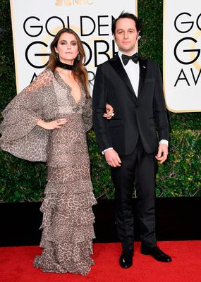 Actors Keri Russell (L) and Matthew Rhys attend the 74th Annual Golden Globe Awards at The Beverly Hilton Hotel on January 8, 2017 in Beverly Hills, California.  (Photo by Frazer Harrison/Getty Images)