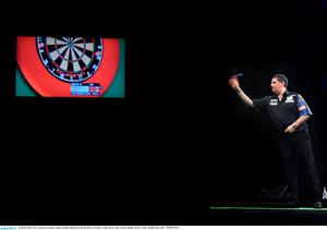 26 March 2015; Gary Anderson competes against Stephen Bunting during the Betway Premier League Darts at the 3Arena, Dublin. Picture credit: Stephen McCarthy / SPORTSFILE