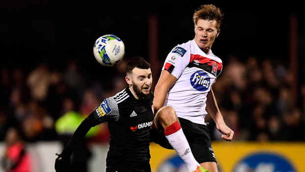 Jamie McDonagh of Derry City and Daniel Cleary of Dundalk. Photo by Stephen McCarthy/Sportsfile