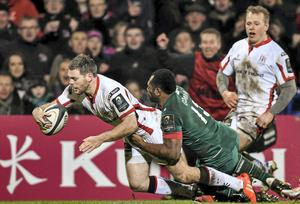 Darren Cave dives over to score his third try of the game despite the tackle of Vereniki Gonevar, Leicester Tigers.