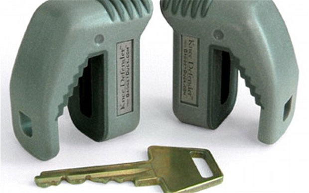 The Knee Defender is about the same height as a house key  Photo: gadgetduck.com