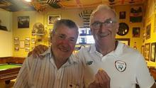 Dermot Keely at his bar in Lanzarote last month with his former Dundalk manager, Jim McLaughlin