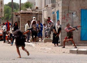 Yemeni supporters of the southern seperatist movement fire towards Huthi rebels during clashes in the northern Dar Saad neighbourhood of the southern Yemeni city of Aden